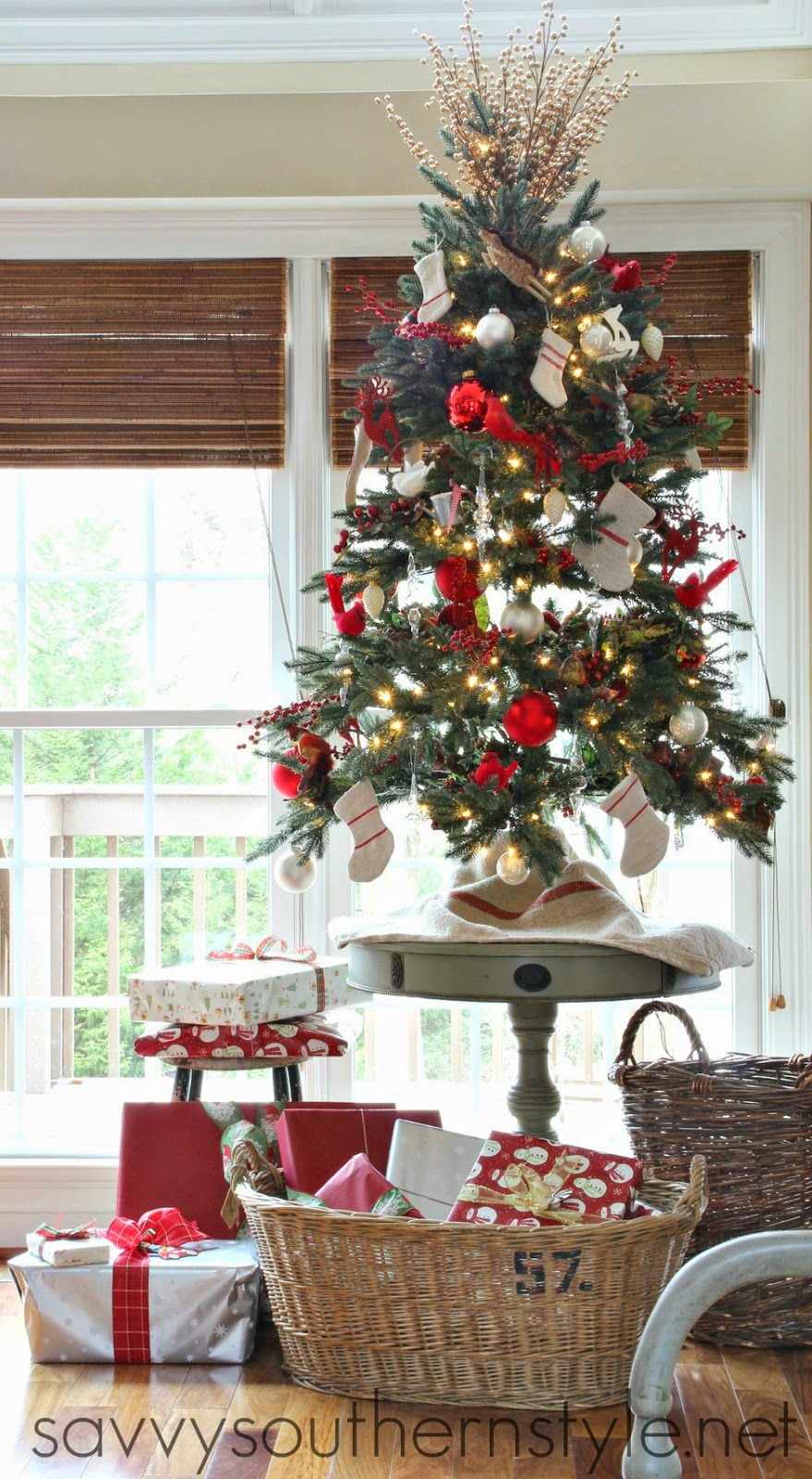 savvy southern style oh little christmas tree. Black Bedroom Furniture Sets. Home Design Ideas