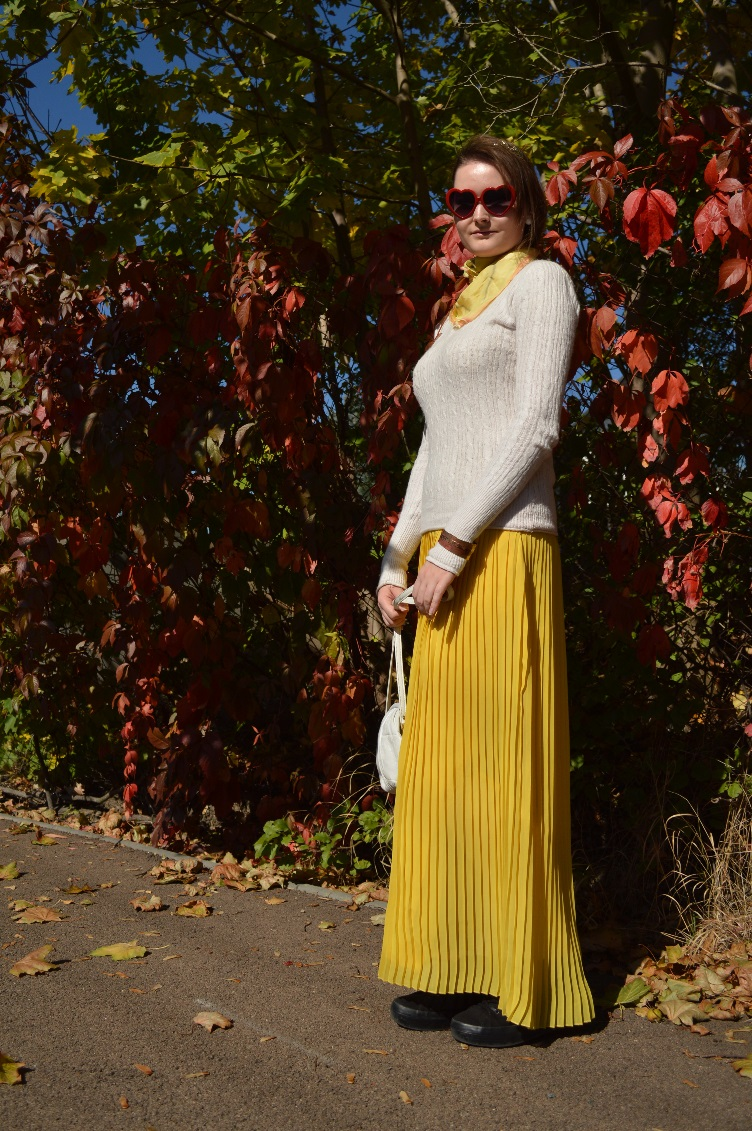 quaintrelle, georgiana, quaint, ootd,outfit, pleated skirt,yellow, sweater, time out, vintage, secondhand, thrifted, autumn, white