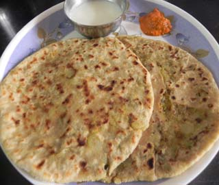 North indian authentic punjabi recipes delicious healthy home made aloo paratha forumfinder Choice Image