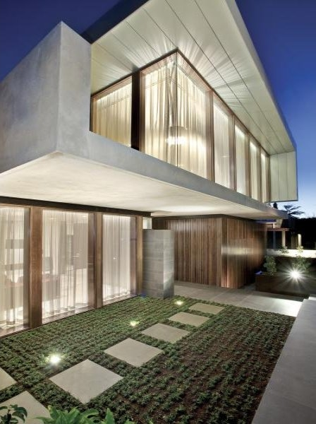 Photo of side facade on amazing dream home in Melbourne