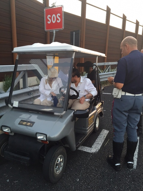 Emir is lost in golf car, take Highway