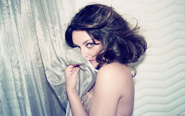 Mila Kunis Lovely Wallpaper
