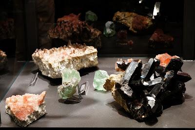 fluorine et quartz du Mont-Blanc et Aravis au Musée des Cristaux de Chamonix, Mont-Blanc