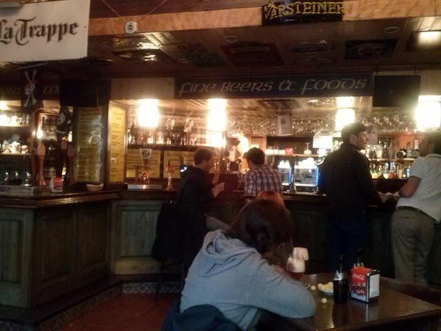 La Casa de la Cerveza, barra en planta baja.