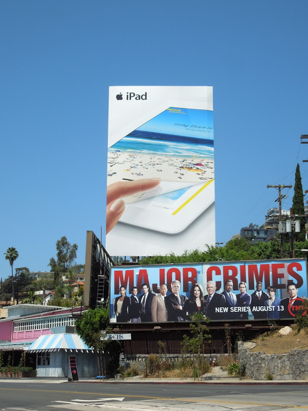 Giant Apple iPad 3 billboard