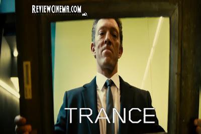 "<img src=""Trance.jpg"" alt=""Trance Franck memegang frame lukisan yang sudah kosong"">"