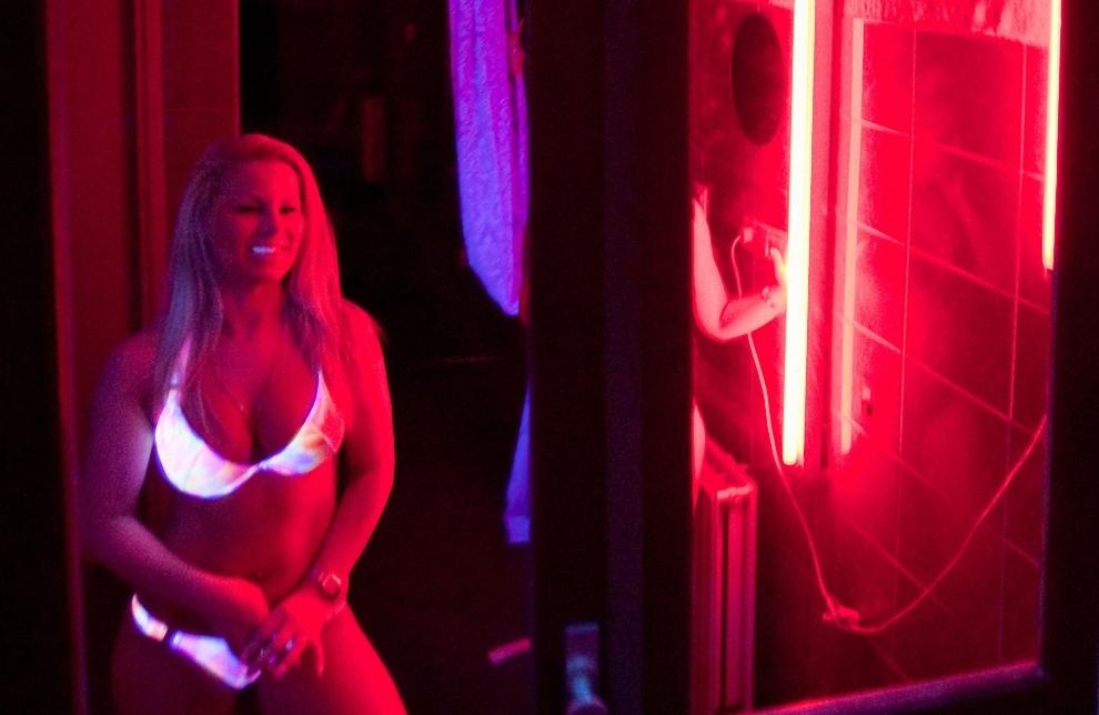 prostitutki-v-amsterdame-na-krasnih-fonaryah