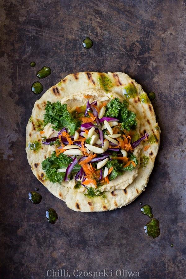 flatbead z hummusem i warzywami