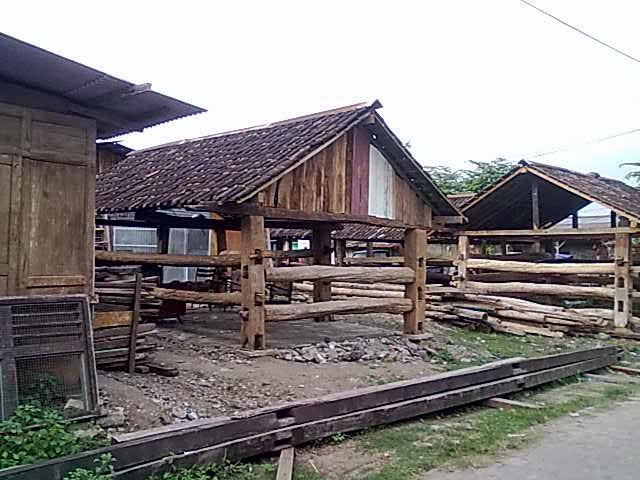 di bekas lokalisasi silir jadi lapak barang antik dari bekas kayu tua