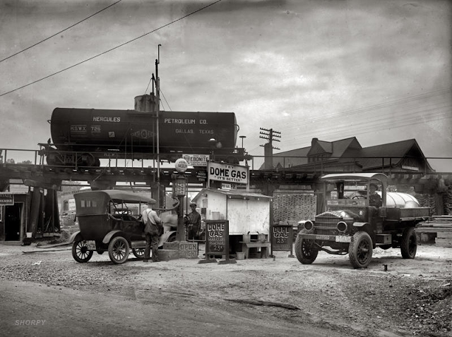 Old photos of us gas stations in the 1920 39 s vintage everyday for 99 cent store motor oil