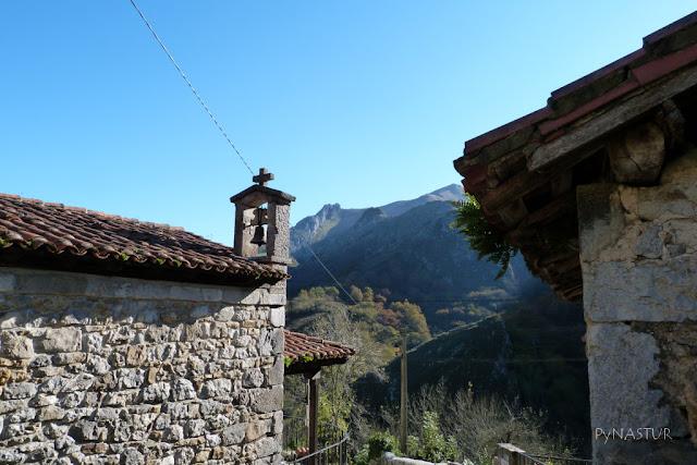 Capilla en el Pueblo de La Molina ( Cabrales ) Asturias