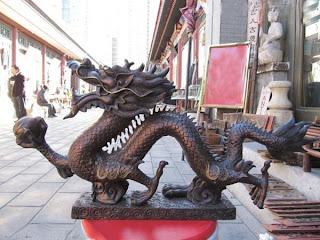 estatuas de dragones imponentes