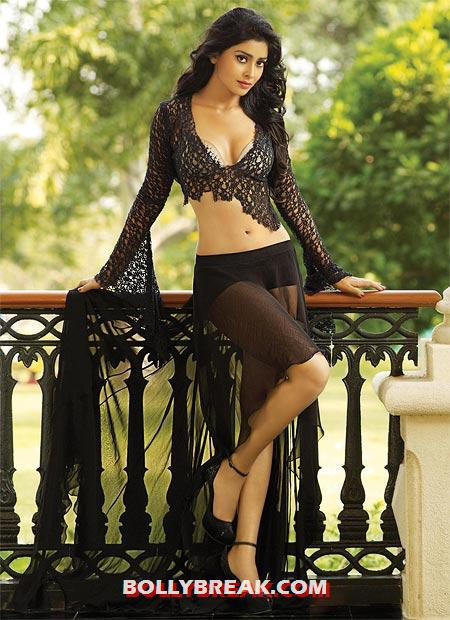 Shriya Saran Hot in black Bikini - Shriya Saran's HOTTEST Pics