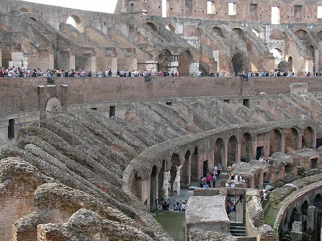 L'intérieur du Colisée de Rome (5)
