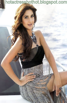 katrina kaif hot pics from bra in a beach