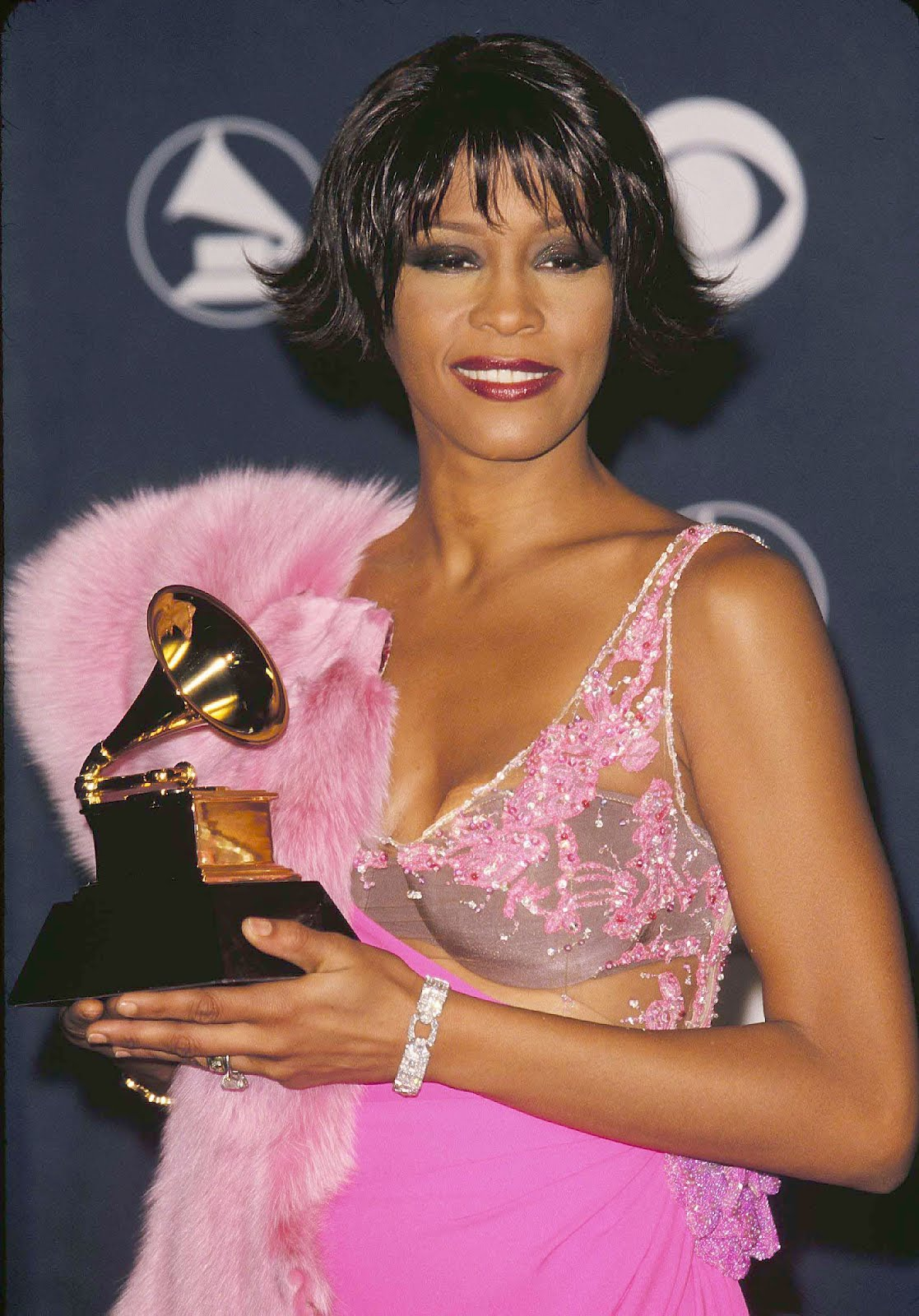 http://3.bp.blogspot.com/-l67kdKs7Eoc/Tz4JYd9BZcI/AAAAAAAAI5A/JFTOiCXi-Hs/s1600/Whitney_Grammys.jpg