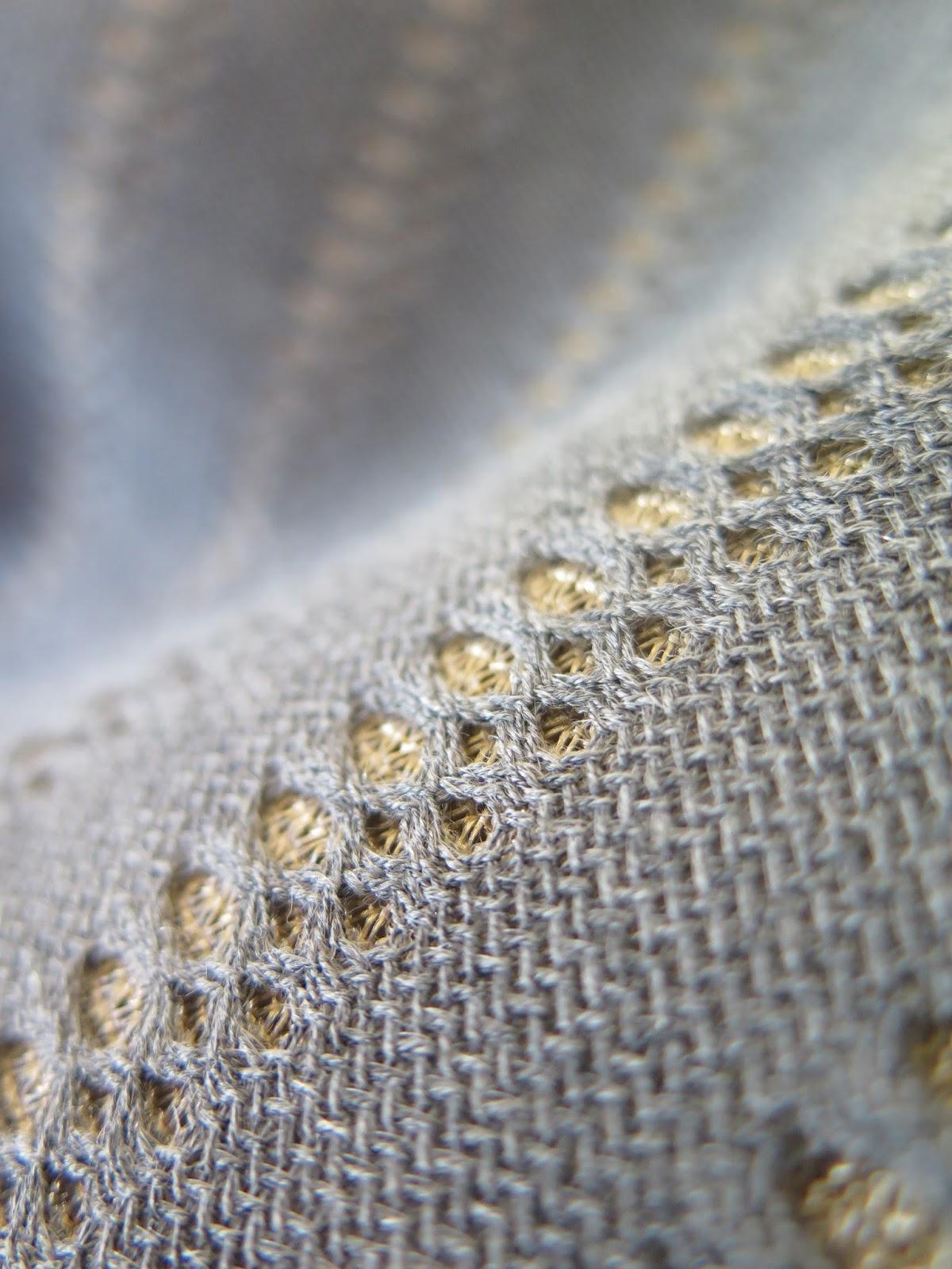 Racconti tessuti il tessuto tridimensionale sposa le for Produzione tessuti arredamento