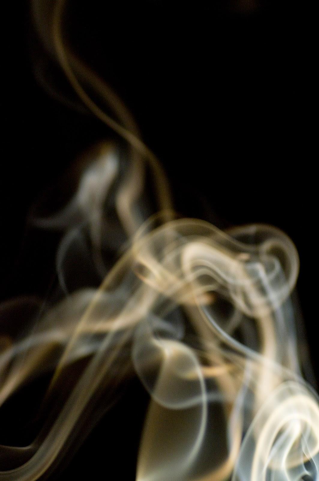 煙草の煙の画像