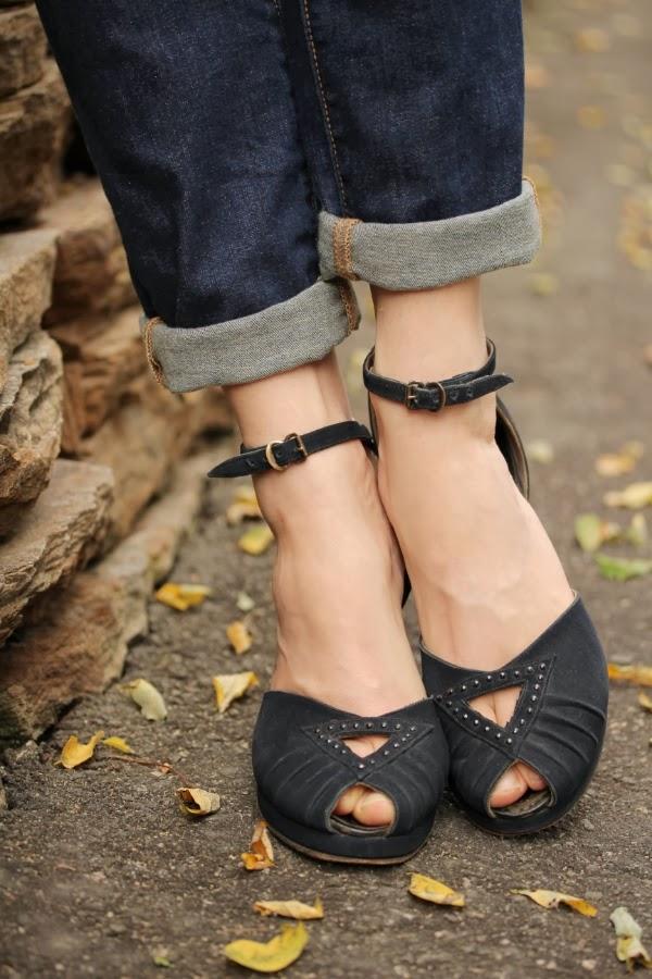 Peek-a-boo Detail on 1940s Platforms #vintage #heels #1940s #shoes #pinup