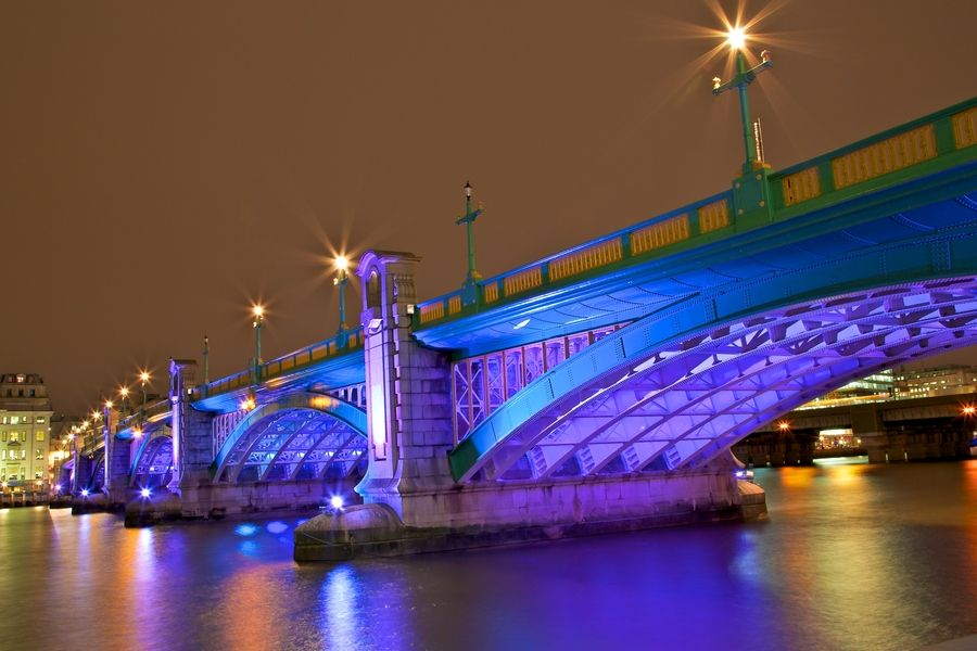 6. Tower bridge - London by Europe Trotter