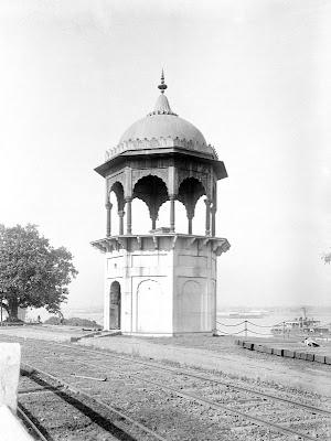 http://thadhagadhan.blogspot.