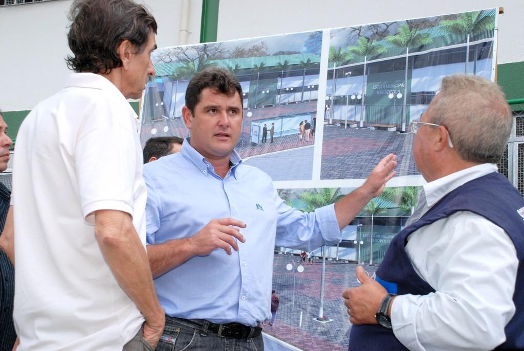 Prefeito Arlei e representantes do Governo do Estado conversam sobre a construção da Clínica da Família em Bonsucesso