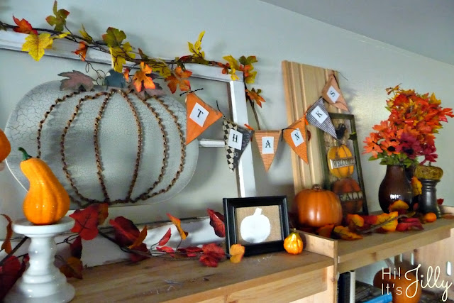 Halloween to Thanksgiving Decor Switch-A-Roo and FREE Thanksgiving Printable from Hi! It's Jilly