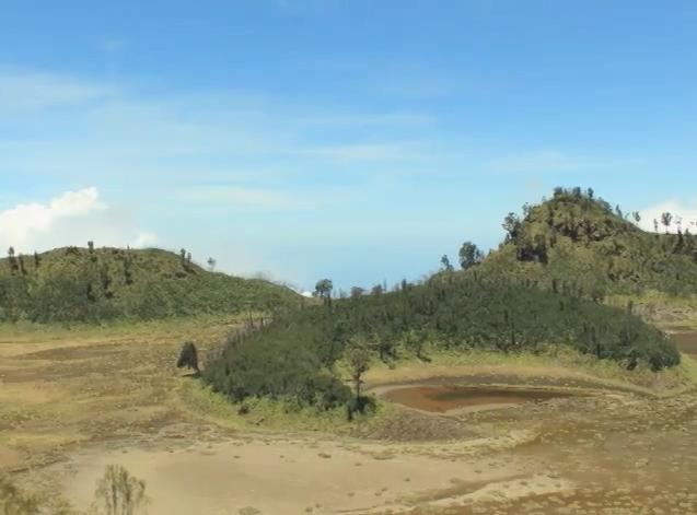 Kawah Bulan Sabit di Gunung Merapi-Ijen,Banyuwangi.
