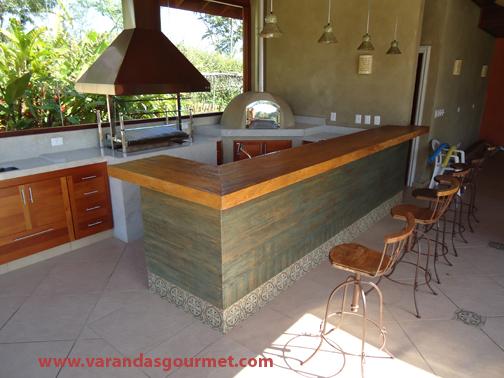 balcão refrigerado de 2 portas em madeira natural envernizada clara