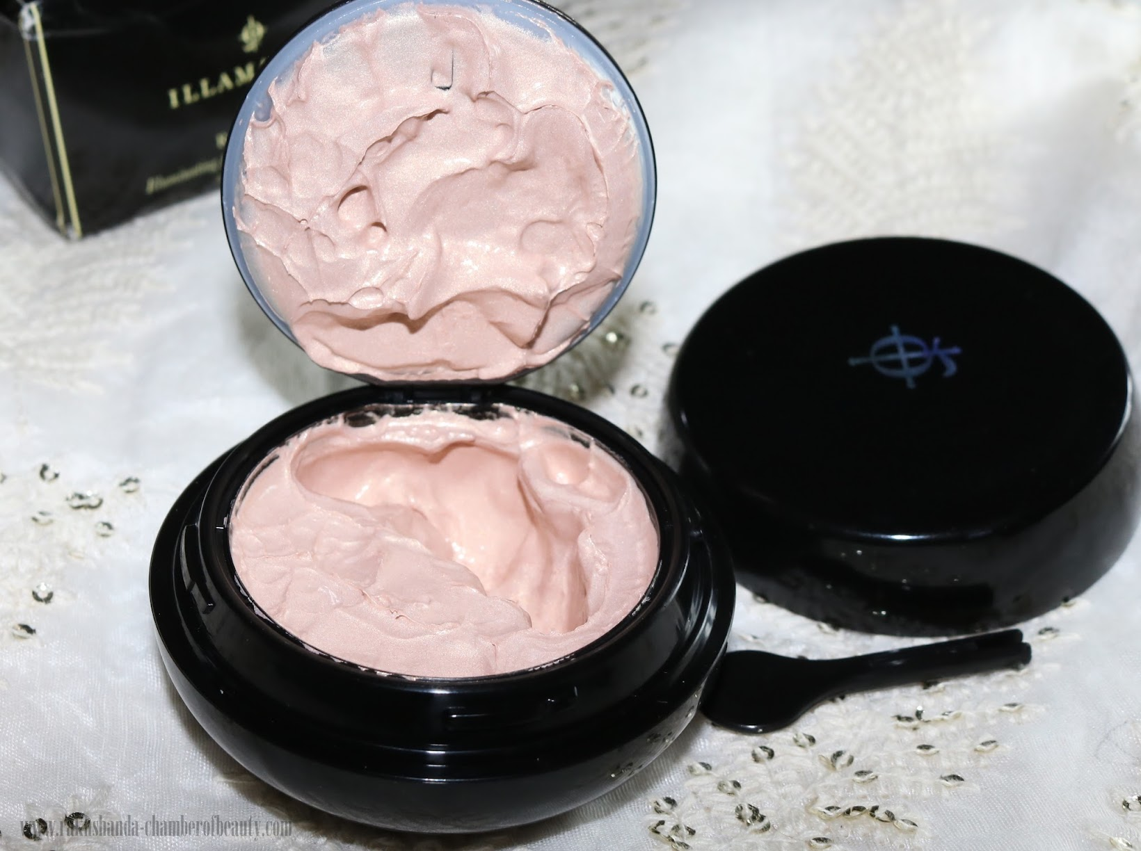 Illamasqua, Illamasqua Radiance Veil, beauty, makeup, primer, highlighter, best illuminator for natural radiance, Illamasqua Radiance Veil review, Indian beauty blogger, how to use Illamsqua radiance veil, Chamber Of Beauty, Indian makeup blog, radiance veil review and swatches, beauty and makeup
