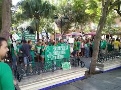 Crónica de la concentración en Cádiz contra la expulsión de 1.000 trabajadores de la Educación
