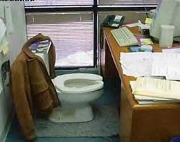 Situaciones divertidas, gags, en clase y en el trabajo en una oficina ideal