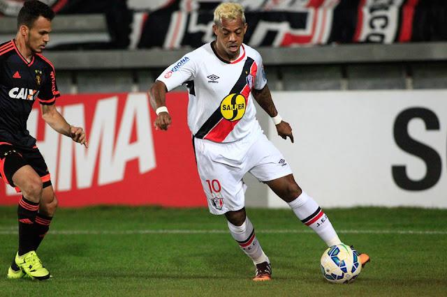 Joinville, de Marcelinho Paraíba, sofreu empate a um minuto do fim e se complicou na luta contra a degola (Foto: Divulgação/JEC)