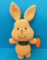 http://lacarmelita99.blogspot.com.es/2013/07/mr-rabbit-amigurumi-free-pattern.html