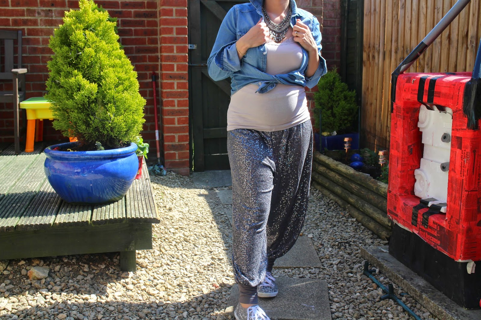 Sequins, Trousers, How to dress when pregnant, Maternity fashion, Maternity Style, Street Style, Casual fashion, OOTD, Fashion, Fashion inspiration, H&M