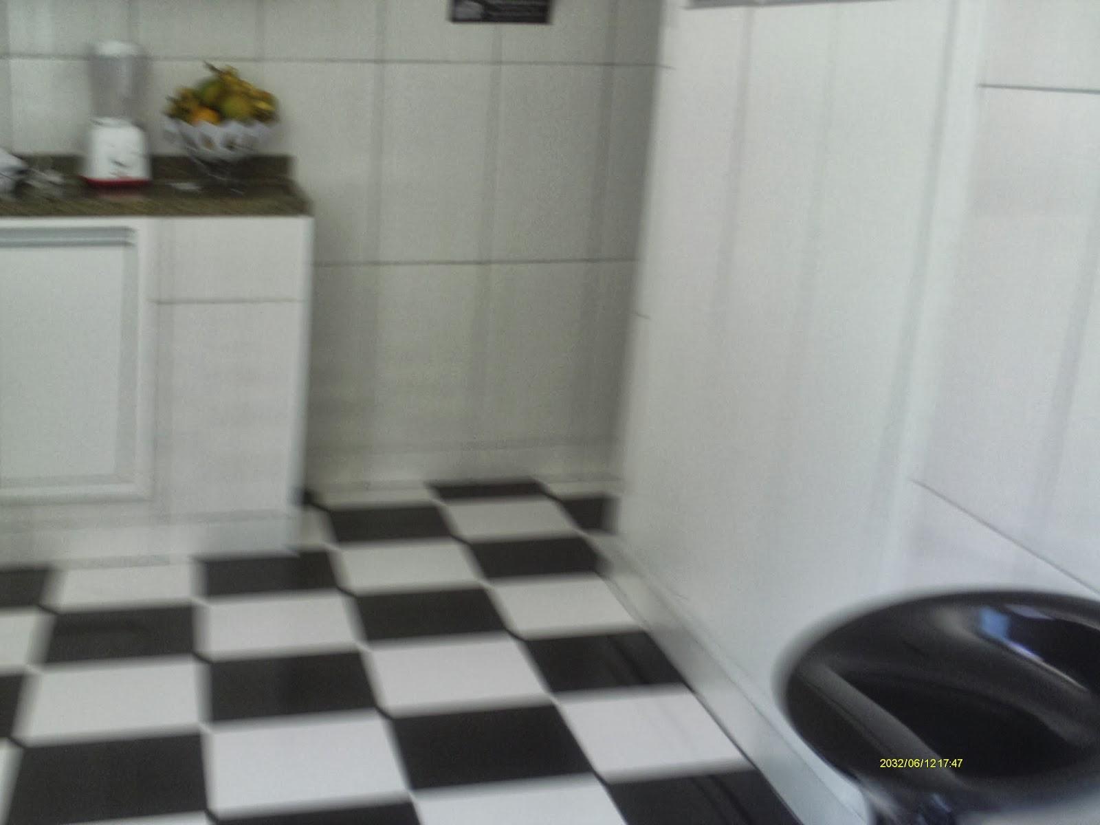 Casa Cocotá Ilha do Governador Avelino Freire Imóveis #5B4D2F 1600x1200 Banheiro Com Hidro Pequeno