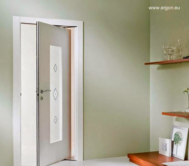 Puerta con mecanismo ERGON Living semiabierta