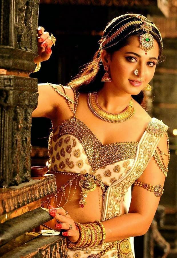 Rudramadevi Movie In Anushka Shetty Romantic Stills
