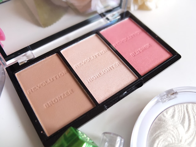Make Up Revolution Contour Kit