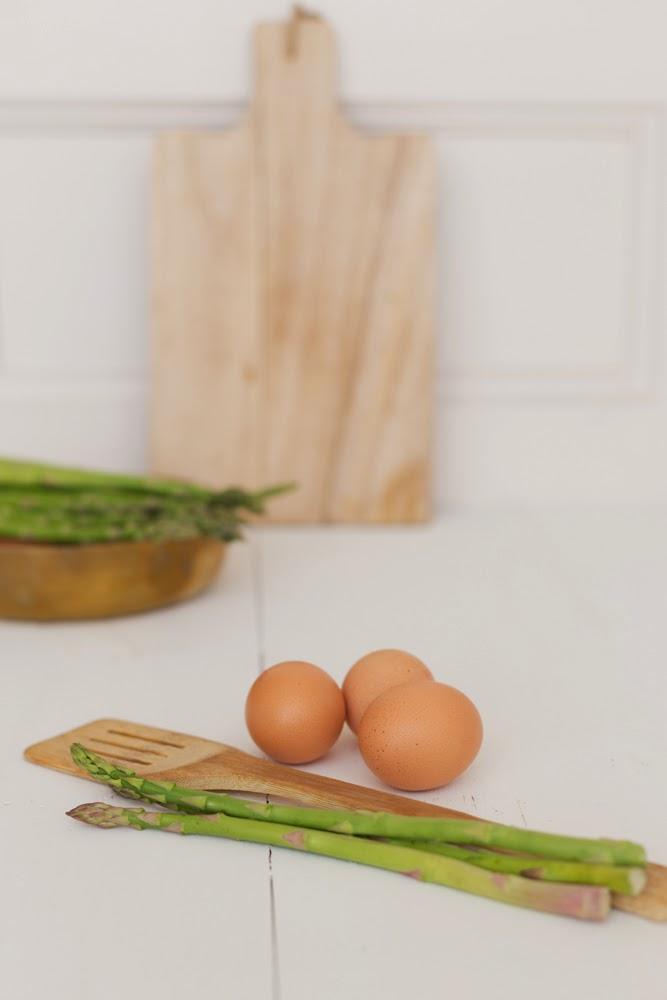 Esparrágos verdes, Huevos