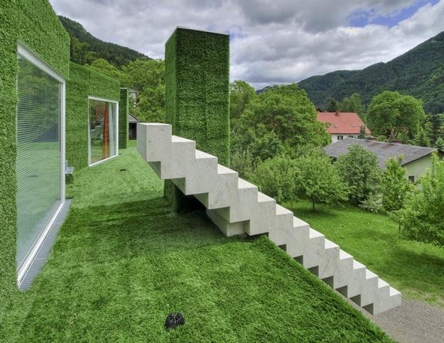 في النمسا واحد من أغرب المنازل التي شيدت وتم تغطيتها بالعشب الأخضر Grass-Covered-House-in-Frohnleiten-by-ORTIS-GmbH-7