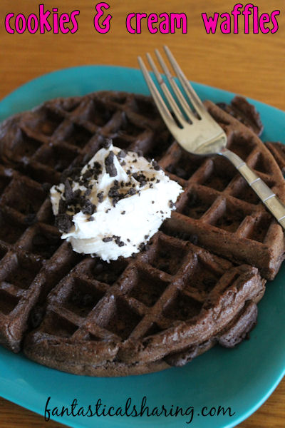 Cookies & Cream Waffles | 5 ingredients to make these cake-y, fluffy, decadent waffles - perfect for those with a sweet tooth! #breakfast #waffles #recipe #chocolate
