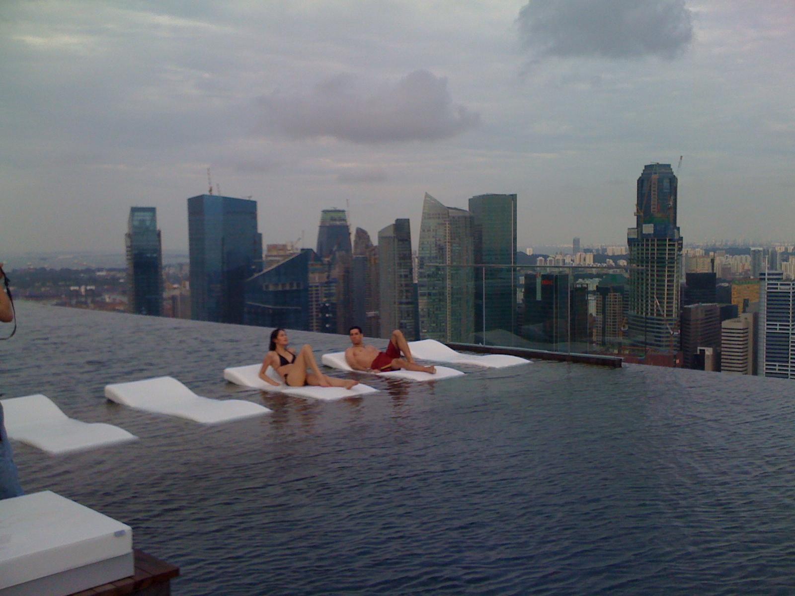 A piscina mais alta do mundo gigantes do mundo for Piscina singapore
