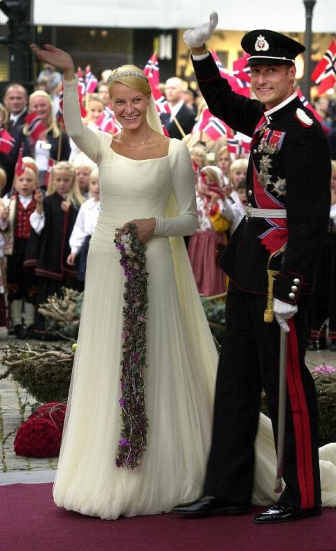 A Similar Challenge When Asked To Design Wedding Gown For Mette Marit Tjessem Hoiby Her August 25 2001 Crown Prince Haakon Of Norway