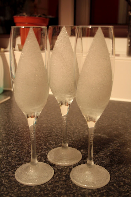 Create a frosted effect on glasses using Marabu Relief Paste, a silver glitter glass paint.  A great project for personalised glasses for a wedding, hen or bachelorette party or any special occasion