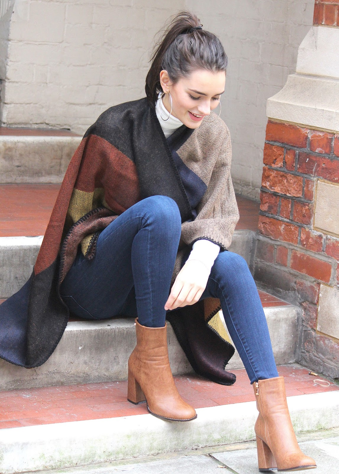 peexo fashion blogger wearing winter cape from blue vanilla and american eagle jeans