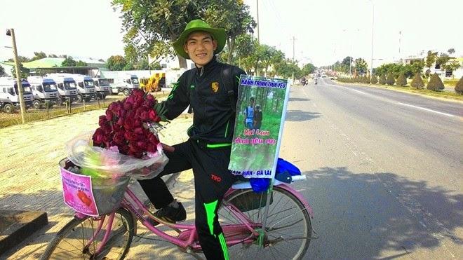 """Tranh cãi quanh chuyện """"Chàng trai Nam Định đạp xe hơn 1.071 Km tặng hoa cho người yêu tại Gia Lai"""""""