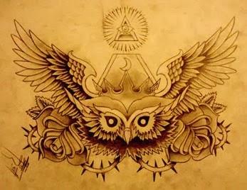 Tatuagem de coruja com olho da providência