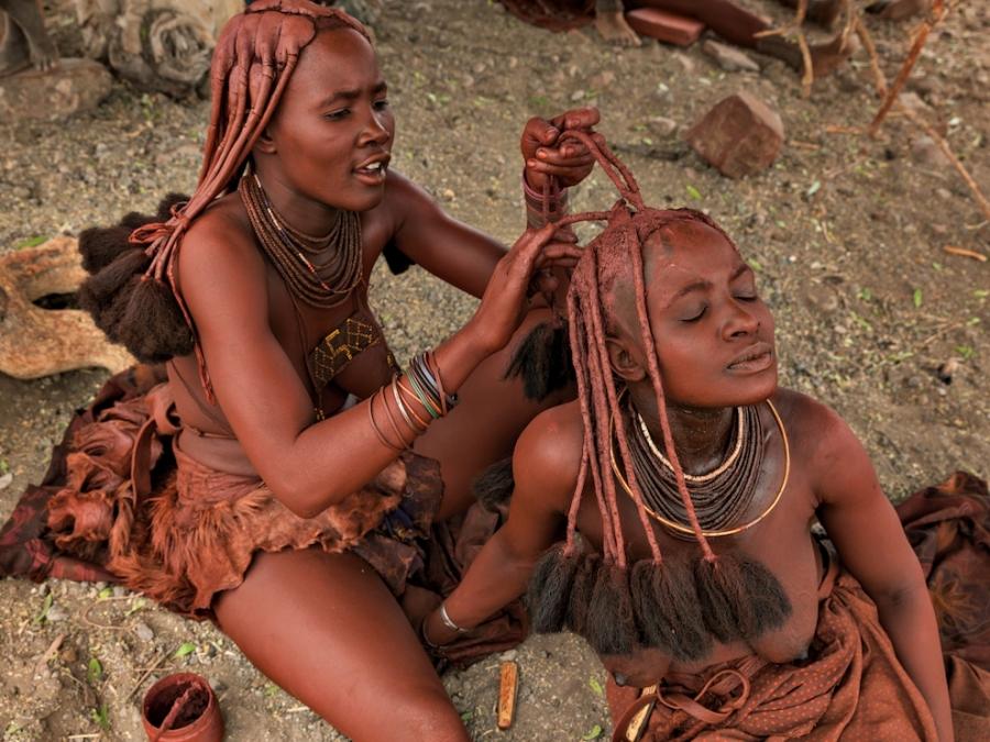 golie-tetki-raznih-plemen-foto