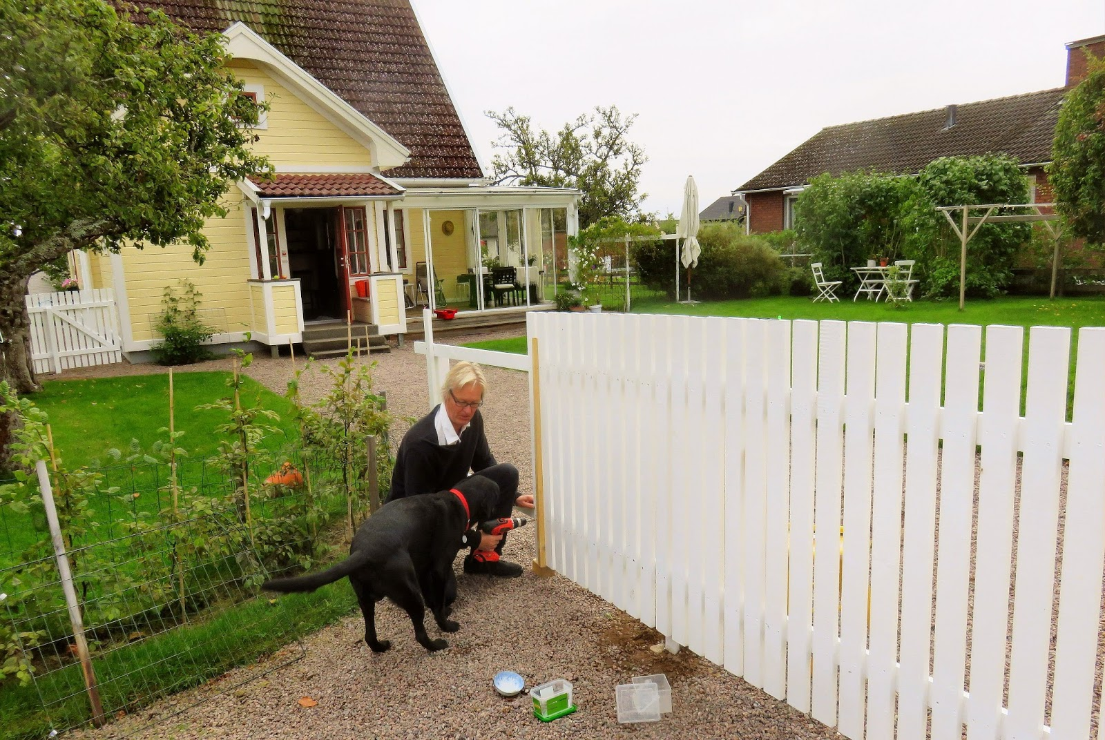 Femte året i Hjo: Staketet är klart : fina staket : Staket